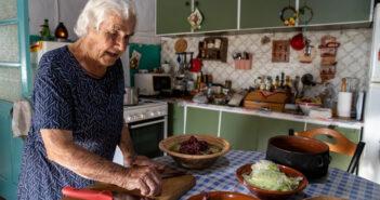 Δέσποινα Μουζουράκη-Μαρτάκη: η πρώτη μαγείρισσα του Έμπωνα