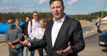 Ο Elon Musk παραδέχεται πως προσπάθησε να πουλήσει την Tesla στην Apple