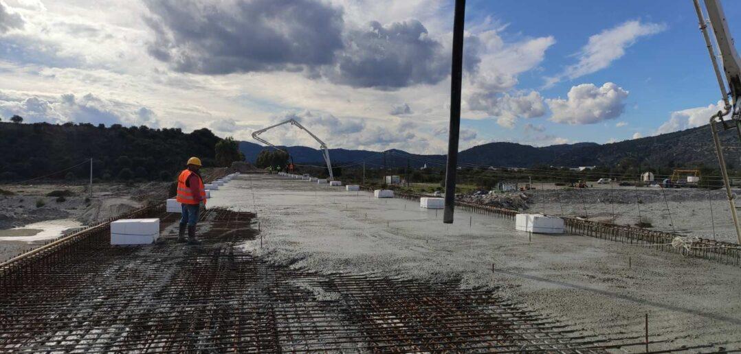 Στο τελικό στάδιο κατασκευής η νέα γέφυρα του ποταμού Μάκαρη στο Χαράκι