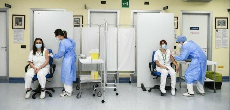 Κορωνοϊός: Αρχίζει σήμερα ο εμβολιασμός των υγειονομικών στα νοσοκομεία του ΕΣΥ
