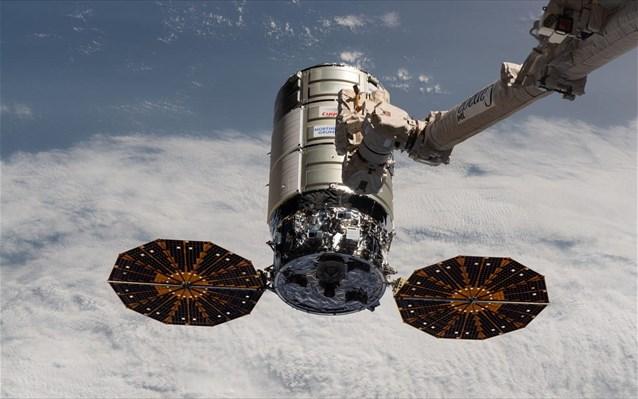 Πειράματα με 5G και φωτιές στο διάστημα από διαστημόπλοιο Cygnus