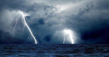 Meteo: Εντονα κατά τόπους φαινόμενα σήμερα και επερχόμενο μέτωπο ισχυρών καταιγίδων τη Δευτέρα - ΧΑΡΤΗΣ