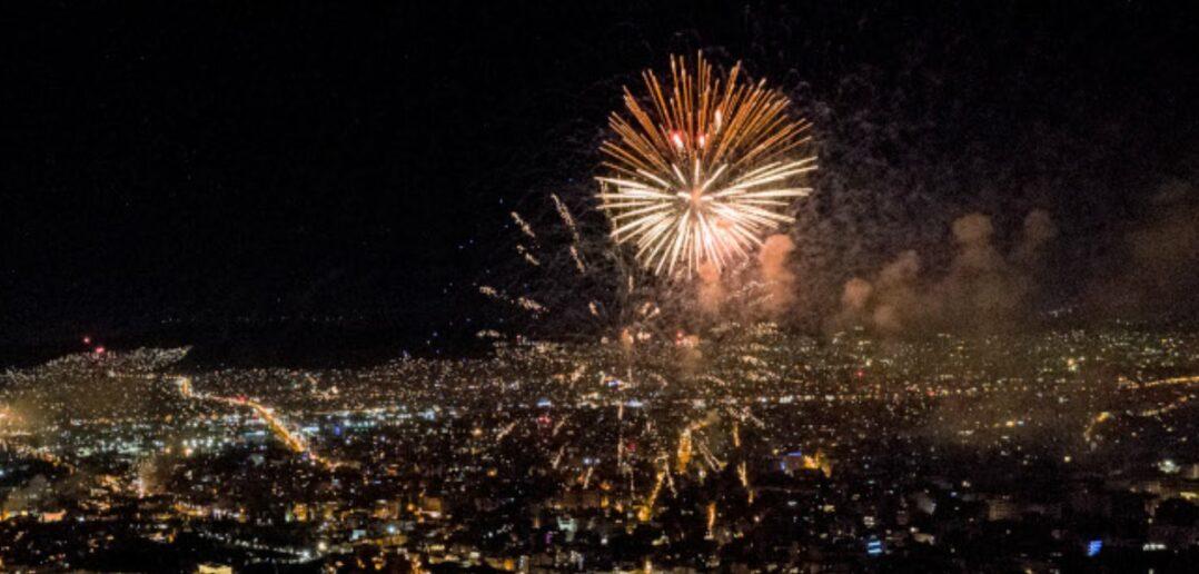 Πρωτοχρονιά: Έγινε η νύχτα μέρα από τα πυροτεχνήματα Πώς υποδέχθηκε το 2021 η Ελλάδα [Εικόνες - Βίντεο]