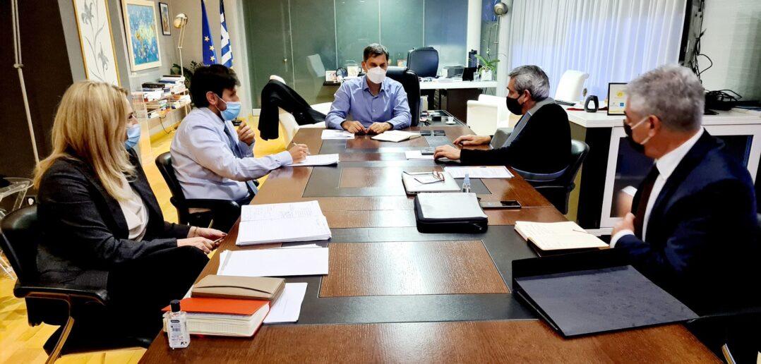 Συνάντηση εργασίας με τον Υπουργό Τουρισμού Χάρη Θεοχάρη, είχε το απόγευμα της Πέμπτης στο Υπουργείο, ο Περιφερειάρχης Νοτίου Αιγαίου, Γιώργος Χατζημάρκος.