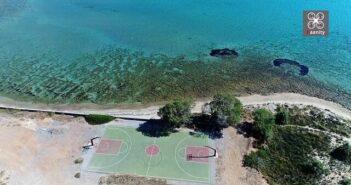 Ένα εξωτικό ελληνικό γήπεδο μπάσκετ με εκπληκτική θέα!