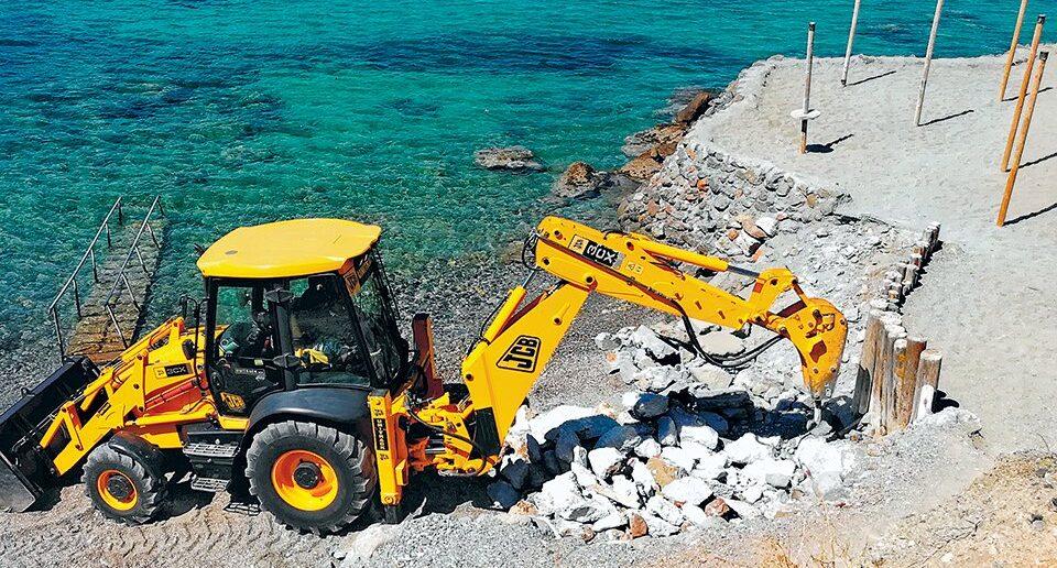 Αναστέλλονται με τροπολογία οι κατεδαφίσεις σε αιγιαλούς και παραλίες