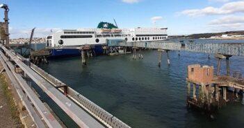 Στην Ιρλανδία ναύλωσε το Blue Star 1 o Όμιλος Attica