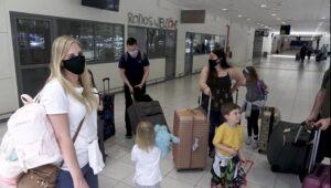 Οι πρώτοι 180 Βρετανοί τουρίστες έφθασαν στη Ρόδο