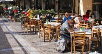 Αφαντοι οι εργαζόμενοι στα τουριστικά επαγγέλματα στην Ελλάδα