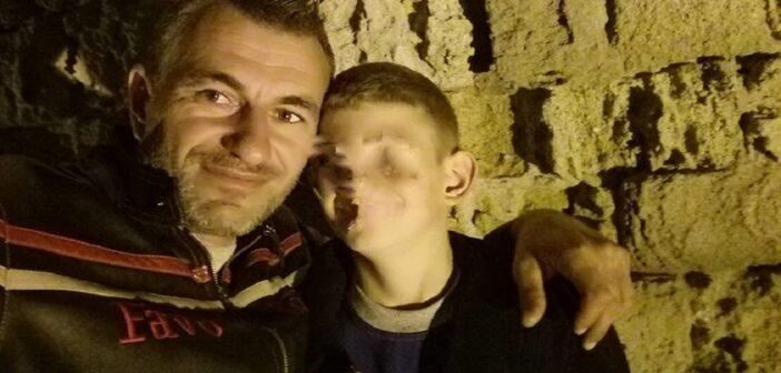Ο Γιάννης Τσέρκης ζει στην Κάρπαθο και μεγαλώνει μόνος τους 4 γιους του