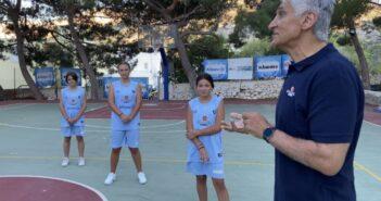 Τήλος: Ο Παναγιώτης Γιαννάκης μαθαίνει στους νεαρούς αθλητές τα «μυστικά» του μπάσκετ