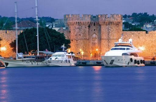 CHECK24 Διπλασιασμός των κρατήσεων για Κρήτη και Ρόδο στη γερμανική αγορά