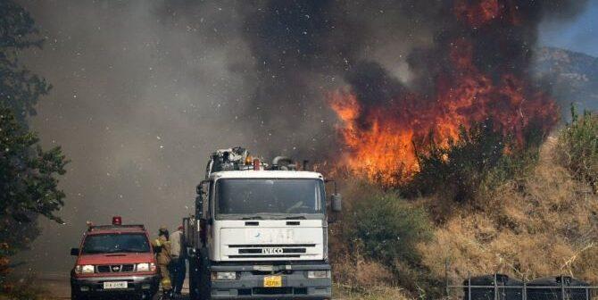 Φωτιά στη Ρόδο: Μάχη με τις αναζωπυρώσεις δίνουν πυροσβέστες και εθελοντές