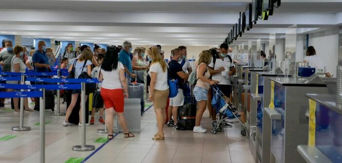 Τα 2,76 εκατομμύρια φτάνουν οι επιβάτες από το εξωτερικό σε Κυκλάδες και Δωδεκάνησα
