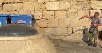 Καθημερινοί καθαρισμοί, χειραμαξίδιο, οδοκαθαριστές και νέοι κάδοι στη Μεσαιωνική πόλη