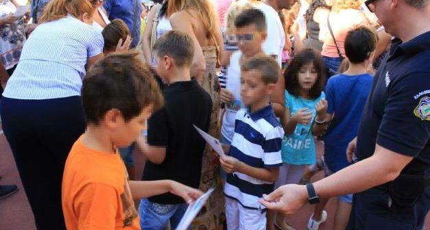 Ενημερωτικά φυλλάδια οδικής ασφάλειας σε γονείς και μαθητές δημοτικών σχολείων στο Νότιο Αιγαίο