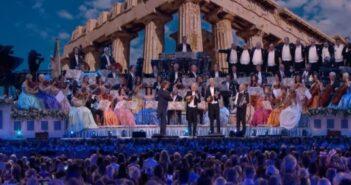 Ο διάσημος Ολλανδός βιολιστής Αντρέ Ριέ αποχαιρετά το Μίκη Θεοδωράκη