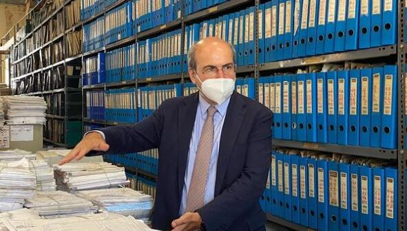 Οργή Χατζηδάκη για την γραφειοκρατία στον ΕΦΚΑ: «Γιατί 444 γυναίκες δεν λαμβάνουν τις συντάξεις χηρείας;»