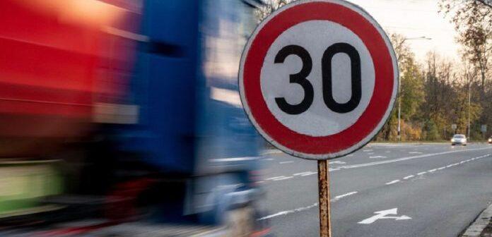 Α ΕΛΜΕ ΔΩΔΕΚΑΝΗΣΟΥ: 30 χιλ/ωρα το ανώτατο όριο ταχύτητας σε οδούς πλησίον των σχολικών συγκροτημάτων