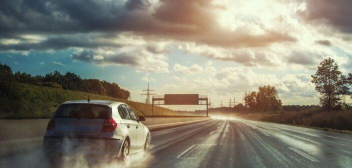 Προσοχή στα πρωτοβρόχια Οδηγοί προσοχή... με τους βρεγμένους δρόμους
