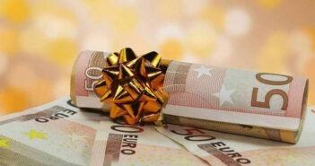 Έκτακτο «δώρο» σε συνταξιούχους και υγειονομικούς